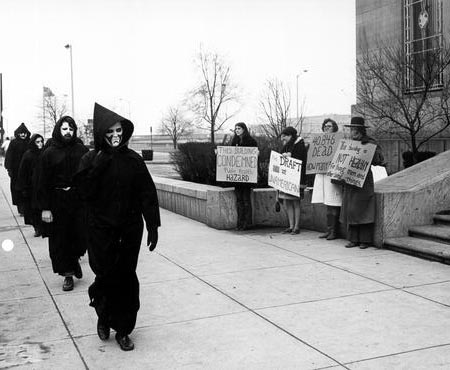 War Protestors in Front of Columbus, Ohio Armed Forces Recruiting Station.jpg