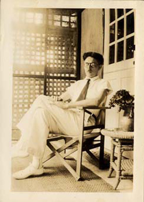 Thurber, James in Bermuda, 1937.jpg