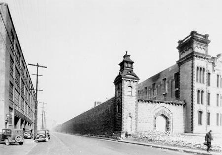 File:West wall towers of the Ohio Penitentiary.jpg