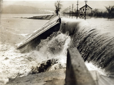 File:1937 Flood, Beechmont Levee.jpg