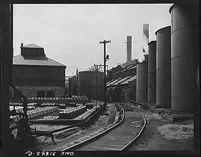File:Proctor and Gamble Distributing Company, storage tanks (LC).jpg