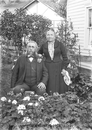 File:Couple in Garden.jpg