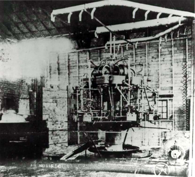 File:Automatic Glass-bottle Making Machine 1903.jpg