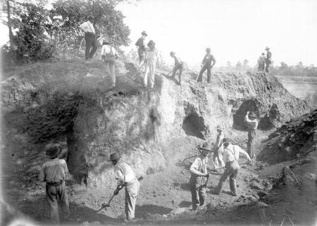 File:Moorhead Tunnels at the Edwin Harness Mound.jpg