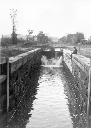 Canal Lock near Zoar, Ohio.jpg